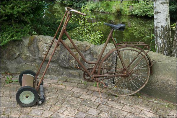 Fahrrad mit Rasenmäher...