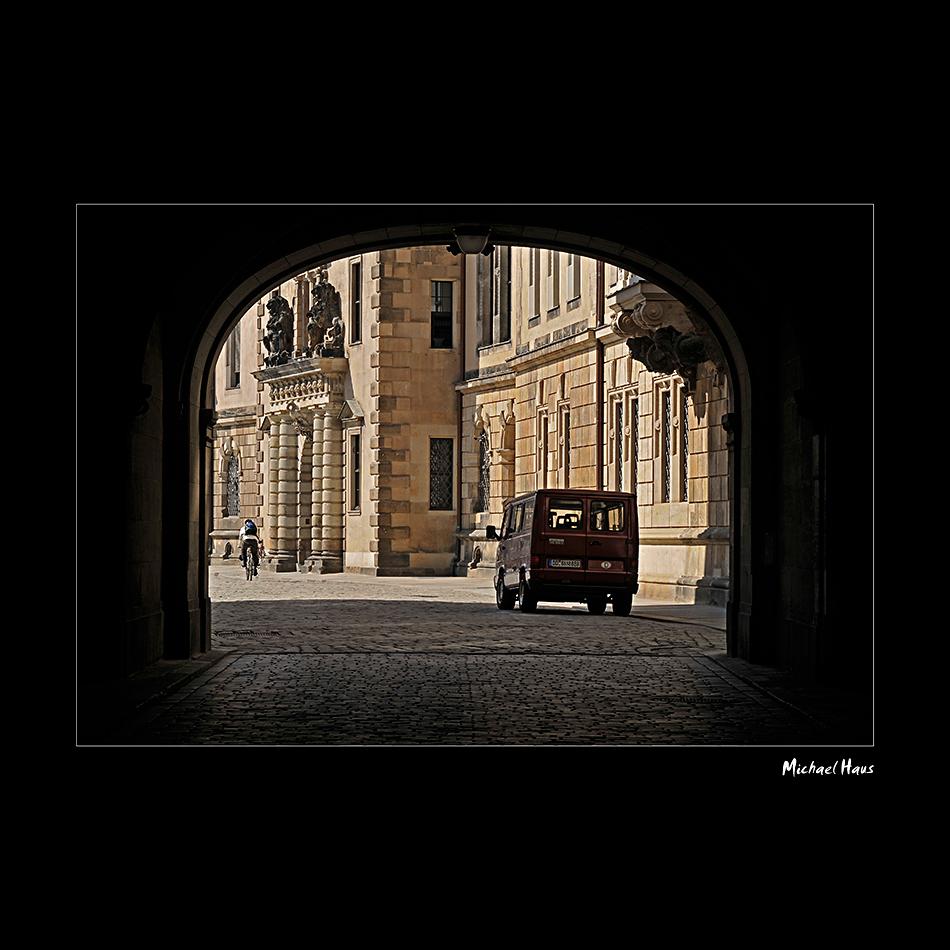 Fahrrad oder Auto, Durchblick in Dresden...