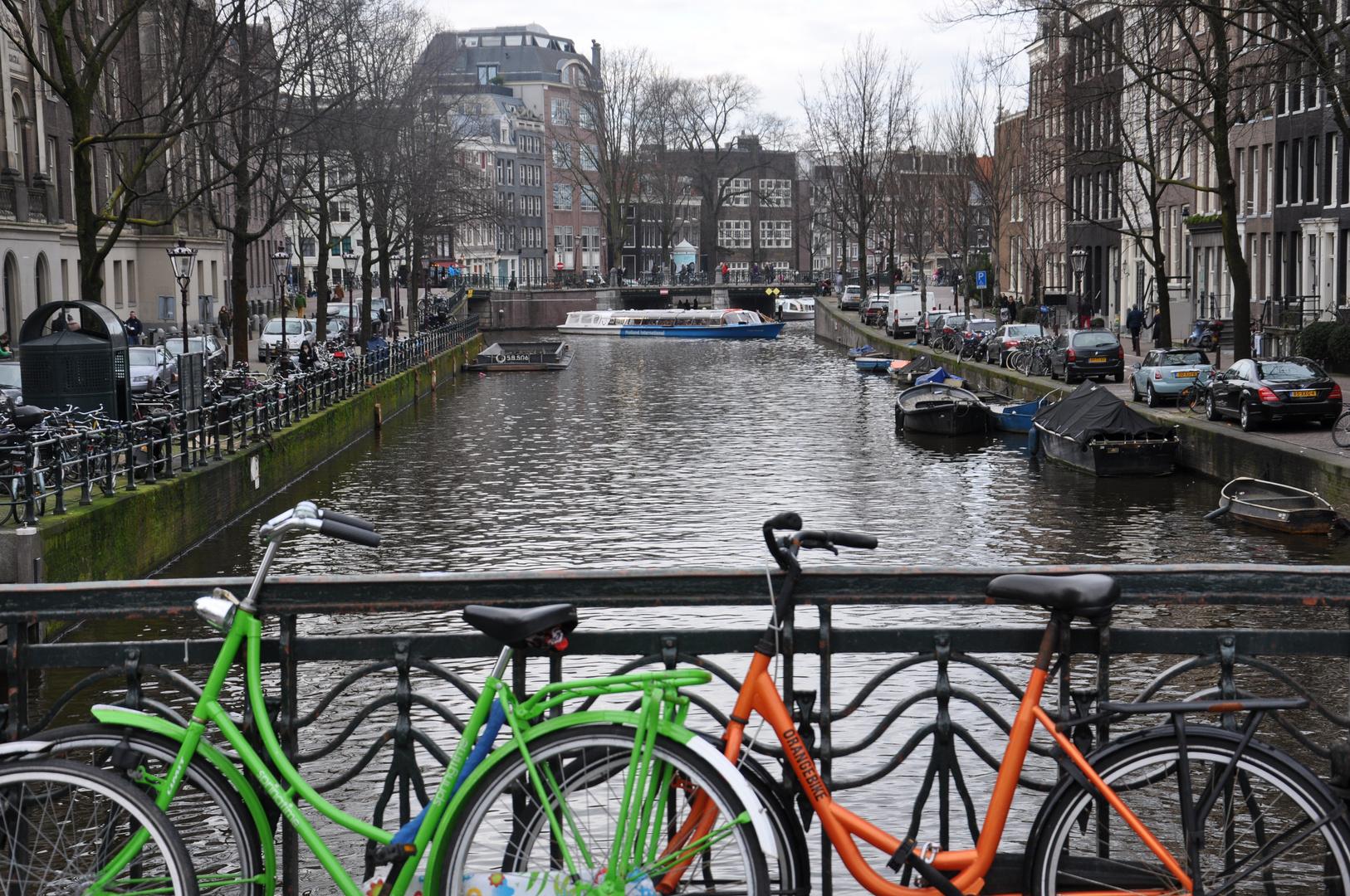 Fahrrad vor Gracht