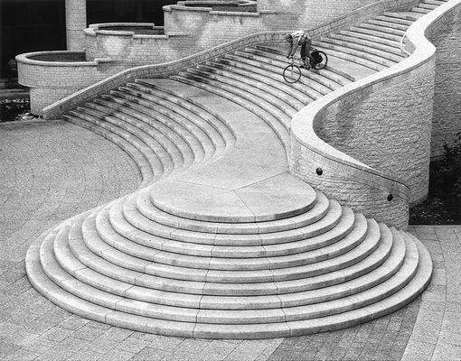 Fahrradfahrer auf Treppe