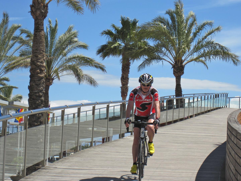 Fahrradfahrer (ich) in Port de Alcudia