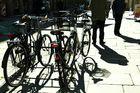 Fahrradschatten und Leute