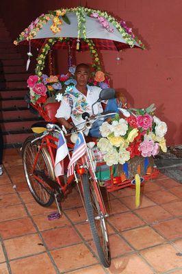 Fahrradtaxi in Kitschdekoration