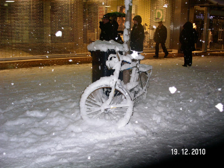 Fahrräder in der Kölner Fußgängerzonne