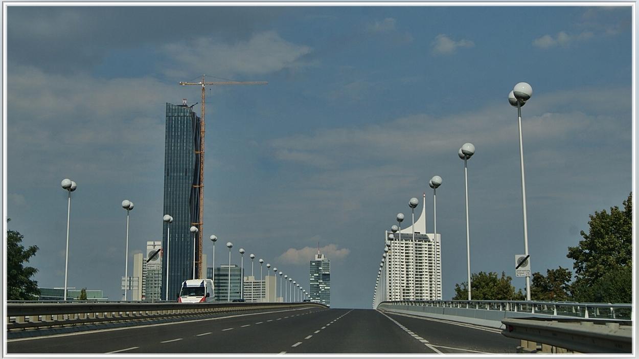 Fahrt über die Reichsbrücke