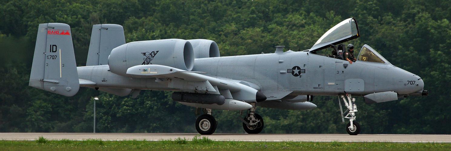 FAIRCHILD - REPUBLIC A-10 THANDERBOLT