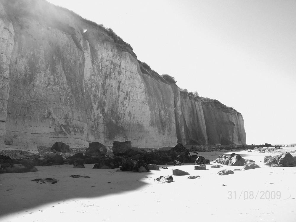 falaise sur la plage normande