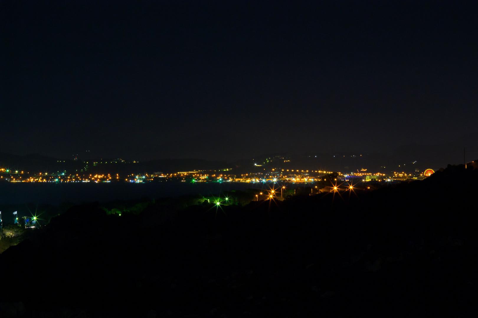 Faliraki /Rhodos bei Nacht vom Balkon aus auf 105 mm