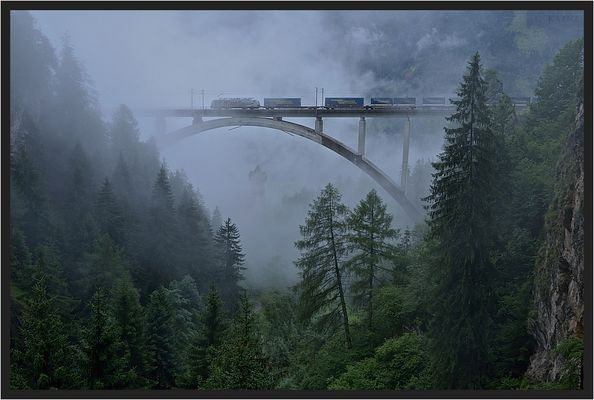 Falkensteinbrücke im Nebel