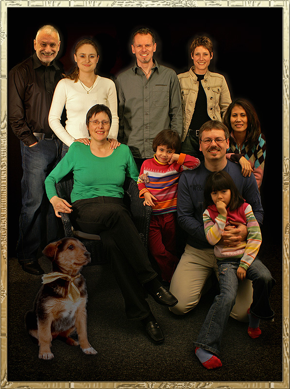 Familien-Porträt mit Xmas Hund