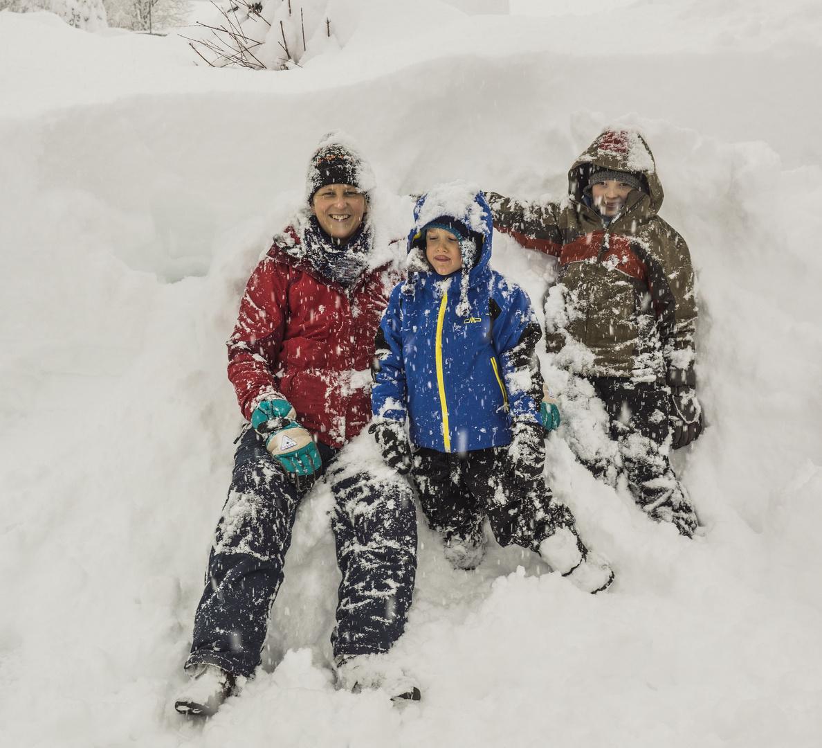 Familienbild im Schnee