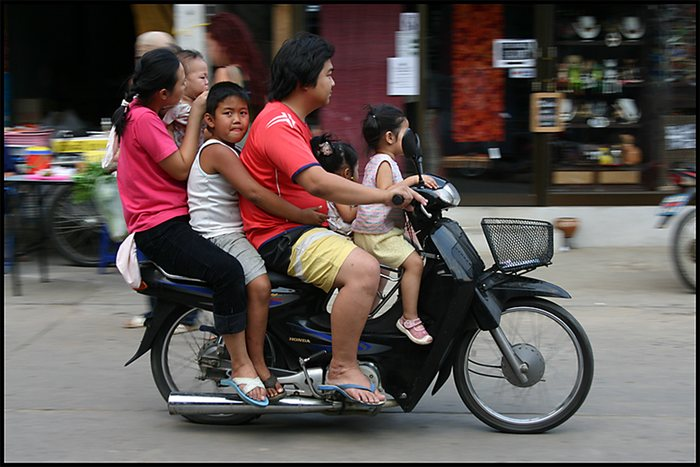 Familientransport in Thailand