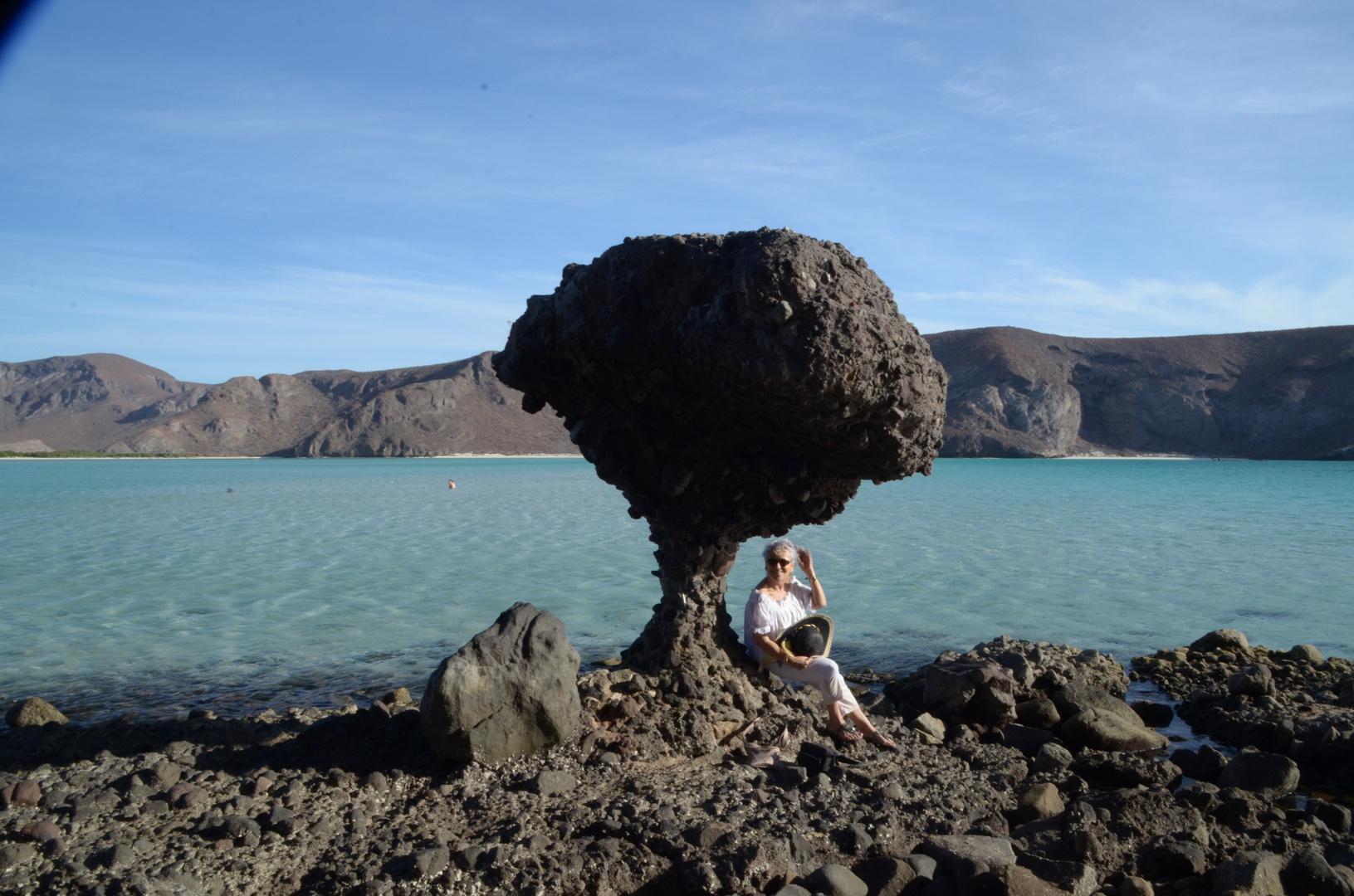 Famos piedra en la playa de valandra