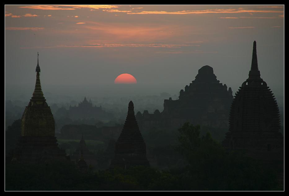 ... Fantastic sunrise at Bagan ...