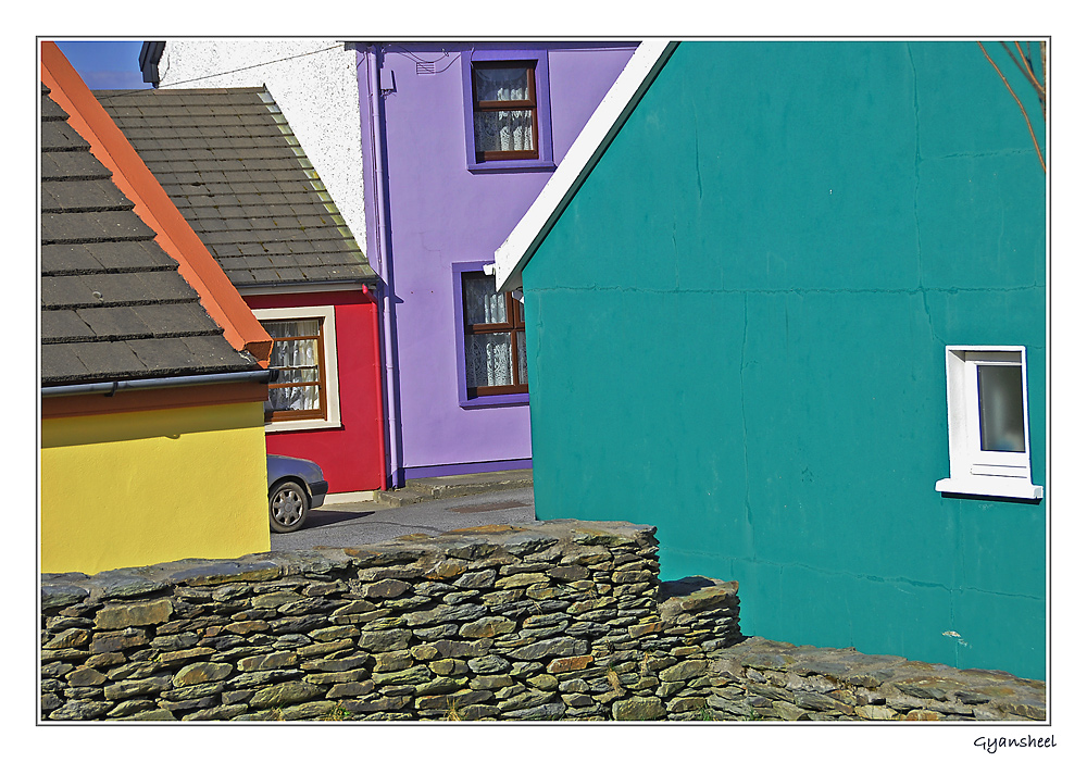 Farbe am Bau, Eyeries s/w-Irland