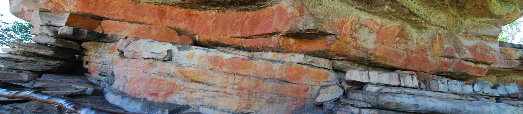 Farben, Schichten und Spuren alter Kultur