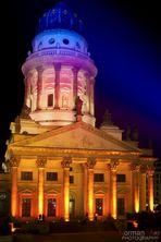 Farbenpracht bei Nacht - Der französische Dom beim Festival of Lights
