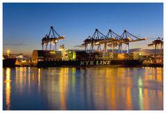 Farbenpracht im Containerhafen, oder....