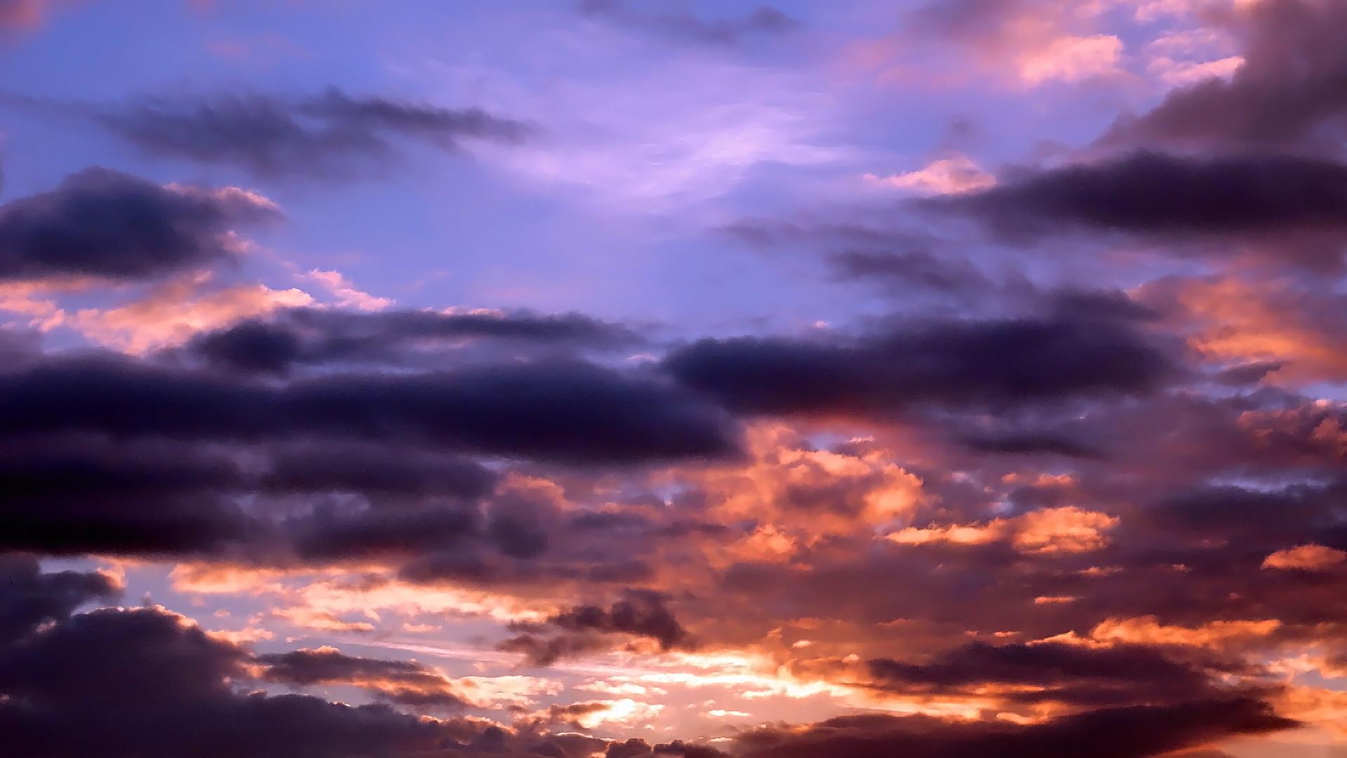 Farbenprächtiger Sonnenaufgang in Wertheim
