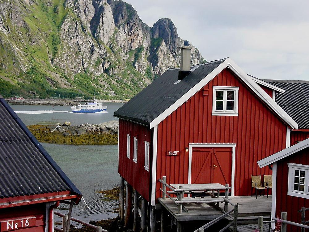 Farbenreiches Erlebnis in Svolvær auf den Lofoten - Norwegen