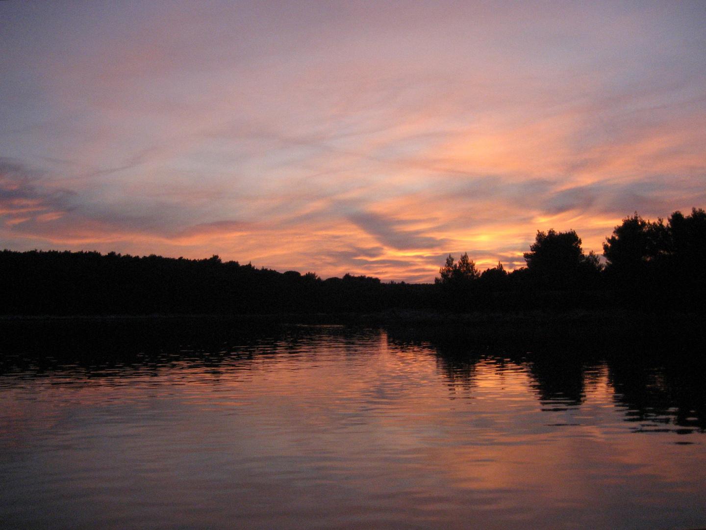 Farbenspiel beim Sonnenuntergang in der Pogana Bucht, Cres