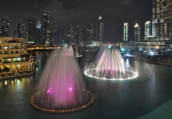 Farbenspiel der Dubai Fountain