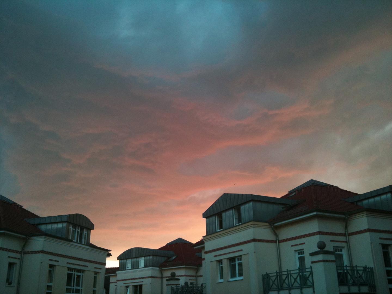Farbenspiel von Sonne und Wolken