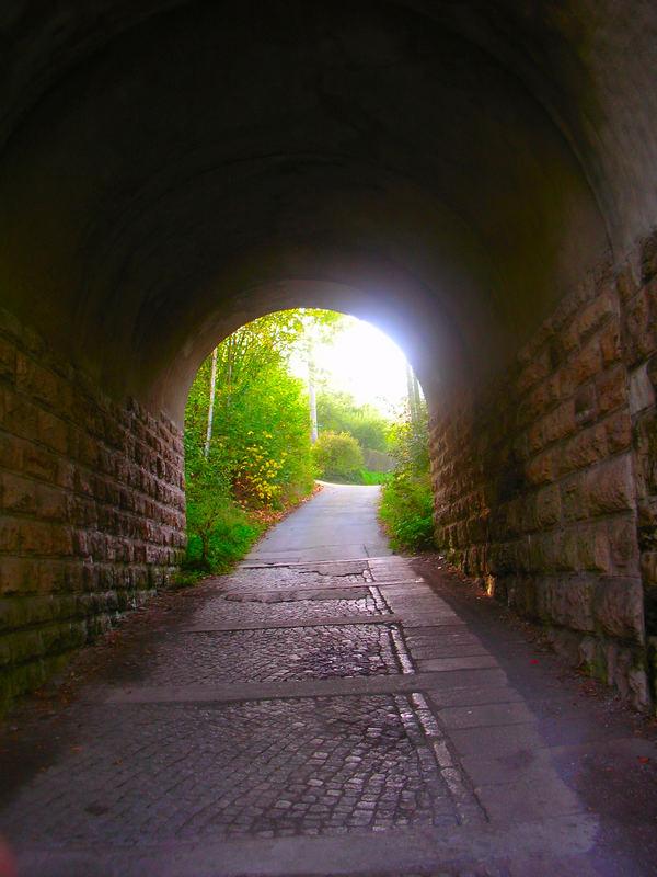 Farbfroher Tunnel
