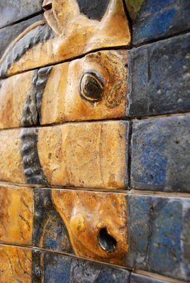 Farbig glasierte Kachelreliefs im Archäologischen Nationalmuseum Istanbul