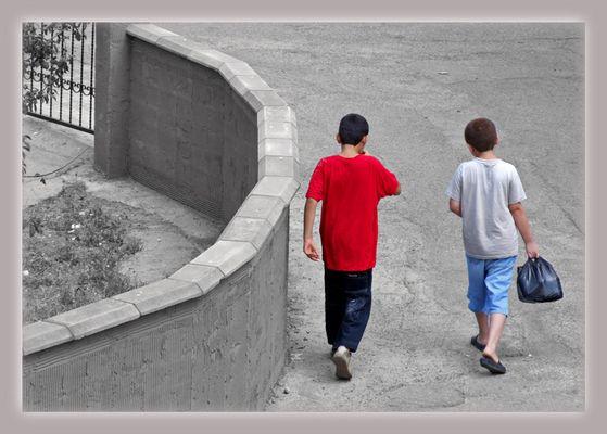 Farbige Kinder der düsteren Welt