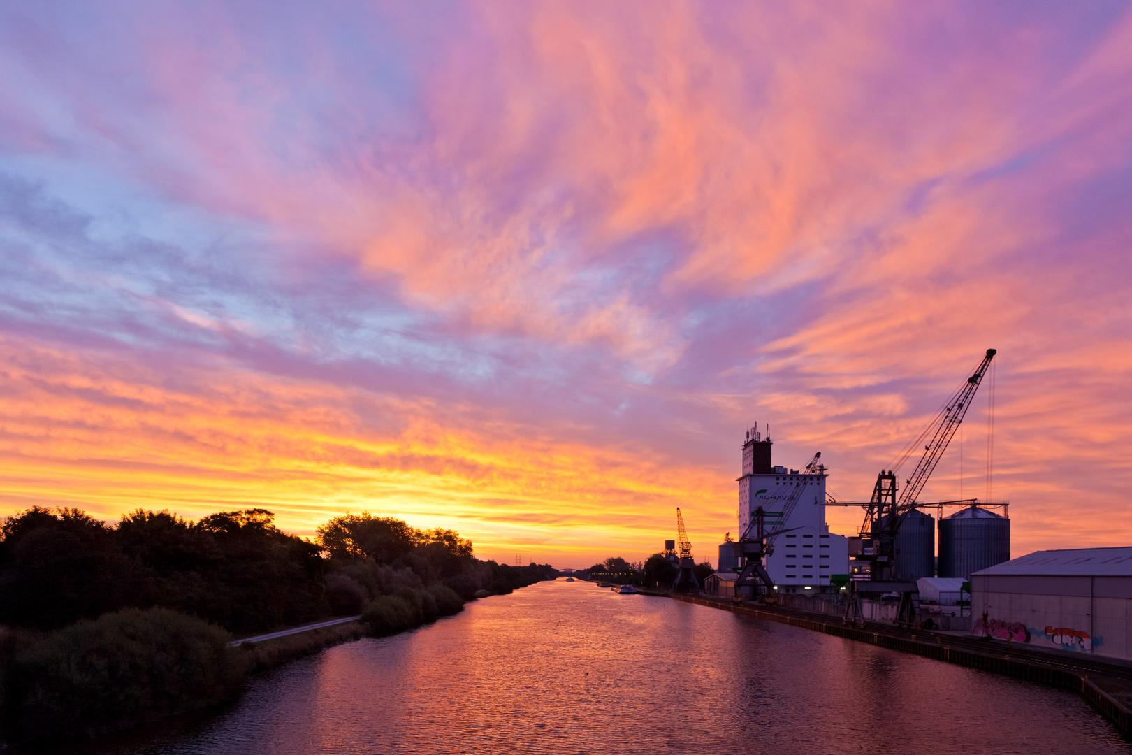 Farbspektakel am Kanal