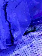 Farbspuren und Muster in Blau