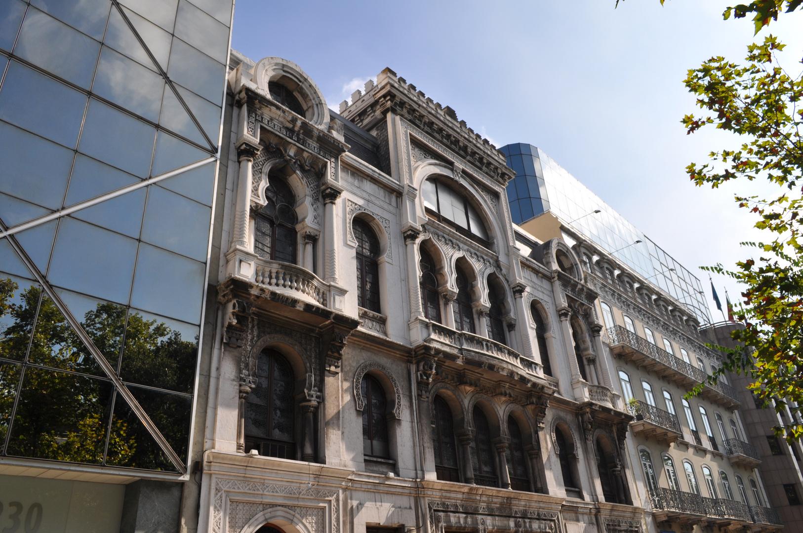 Fassadenkontraste Lissabon