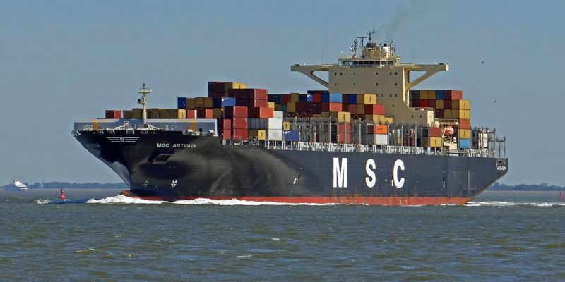 fast 300 m Schiff