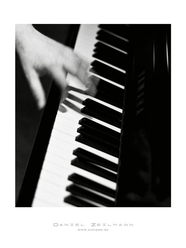 Fast Piano...