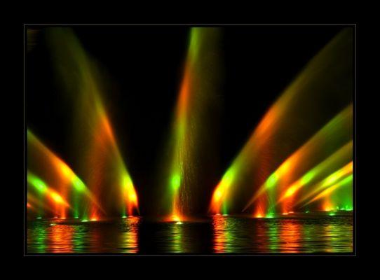 faszinierende Wasserspiele (Wasserlichtorgel)