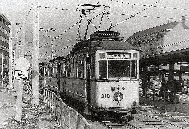 Februar 1984 Karl Marx Stadt . Einer der letzten Dreiwagenzüge
