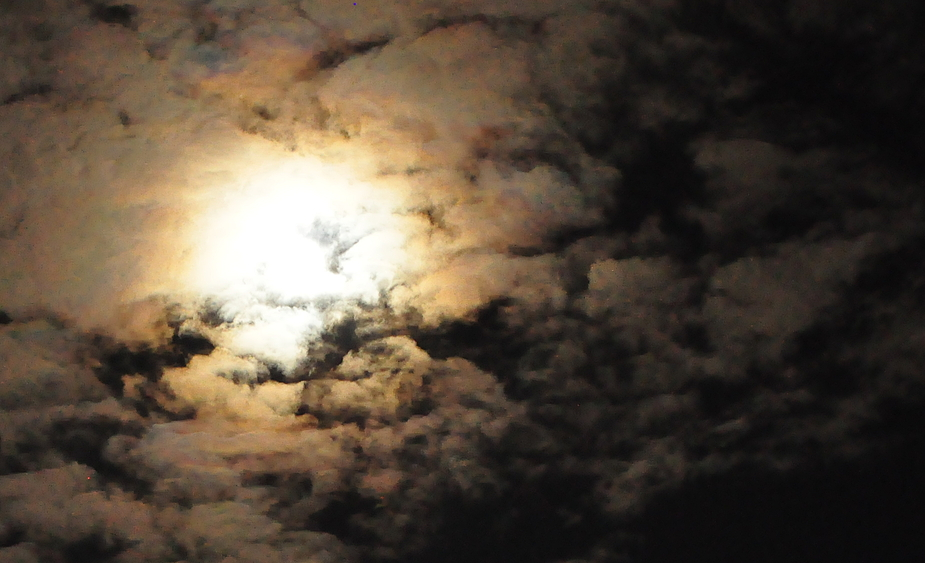 Feine Wolken haben mir zwar die Aufnahme des Mondes verleidet...
