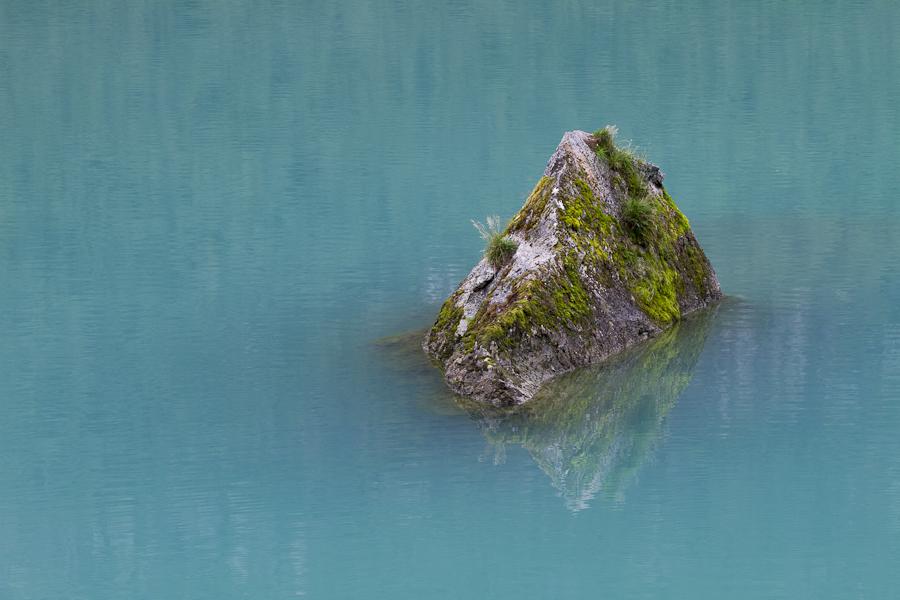 Fels im Eiswasser