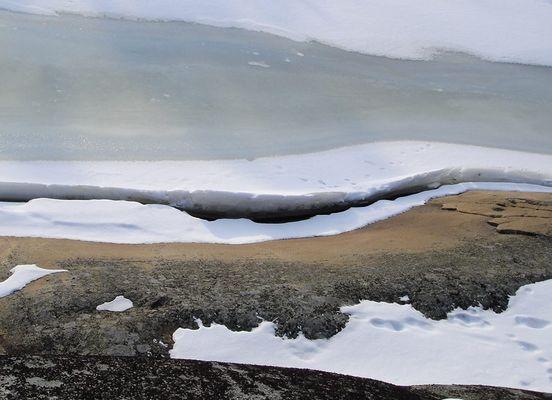 Fels, Schnee und Eis - An der Ostsee