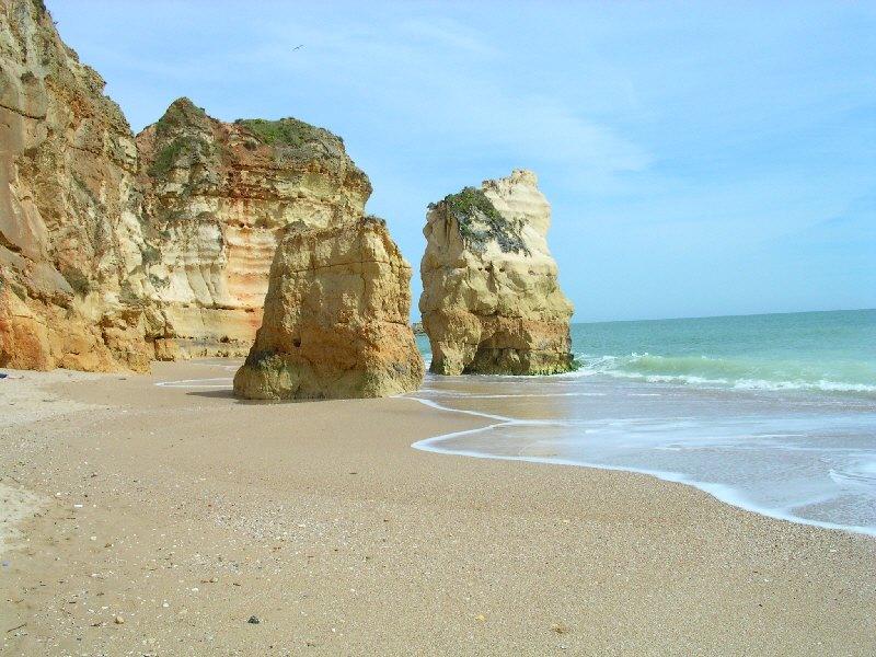 Felsen-Strand in Portimão (Algarve)