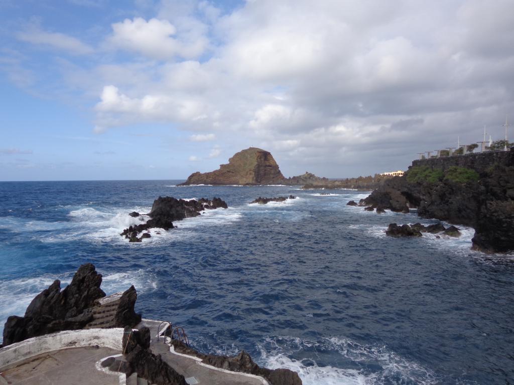 Felsen vor der Küste von Porto Moniz (Madeira)