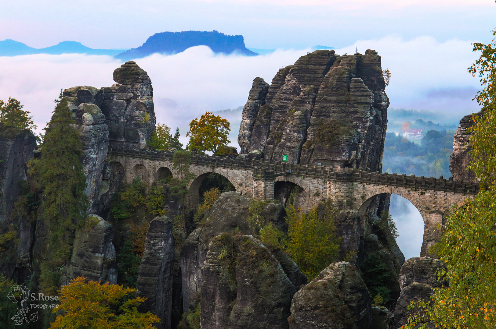 Felsenfestung Bastei bei Nebel