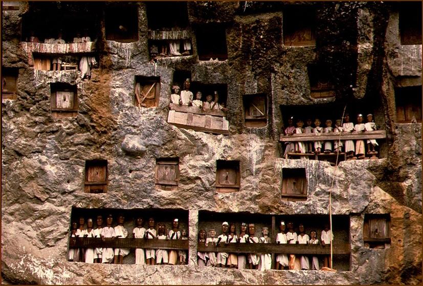Felsengrab im Toradja-Land