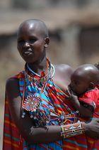 Femme Massaï et son enfant. (Kenya)
