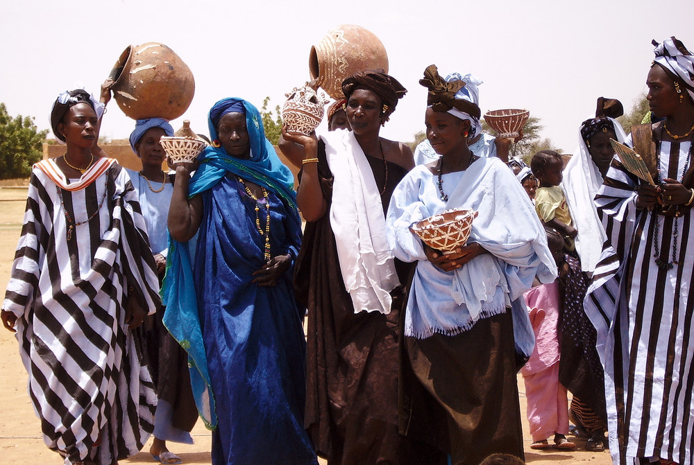 femmes aux poteries à Juloom au sud de la Mauritanie