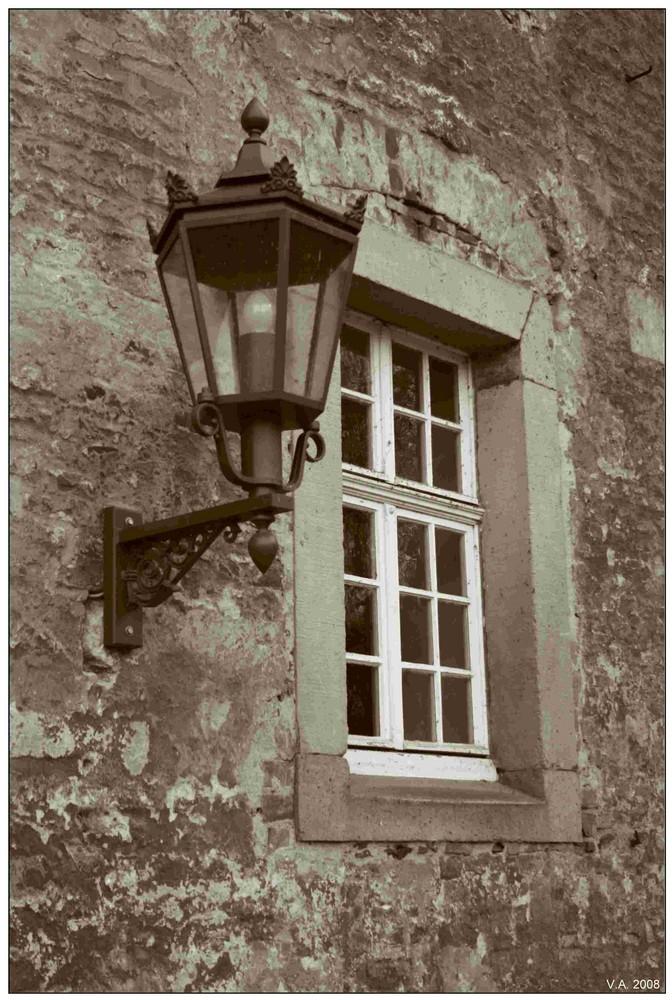 Fenster, Alte Lampe, neue Schrauben