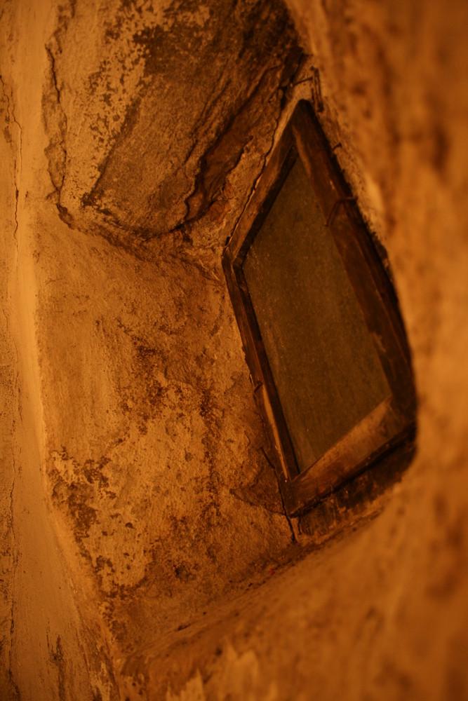 Fenster im Weinkeller