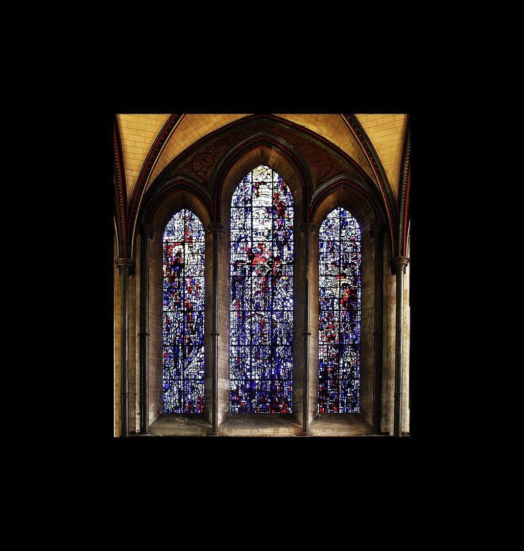 Fenster in englischer Frühgotik in der Kathedrale von Salisbury