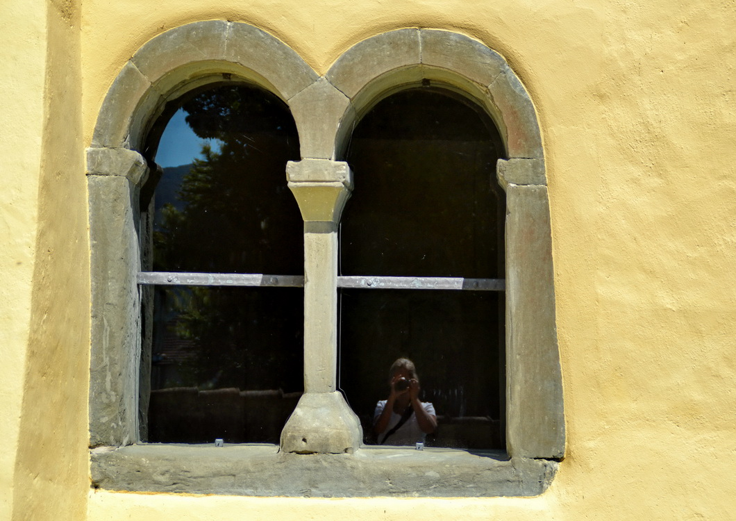 Fenster in St.Georg (Reichenau) im Stil der Romanik